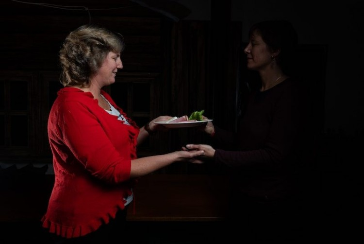 «Dinner in the Dark» im Val-de-Travers