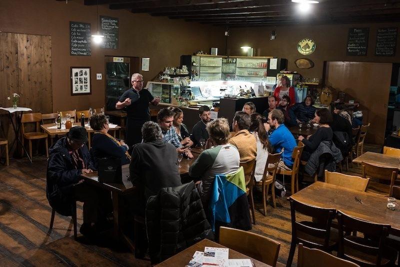 Repas dans le noir au Val-de-Travers, Café des Mines