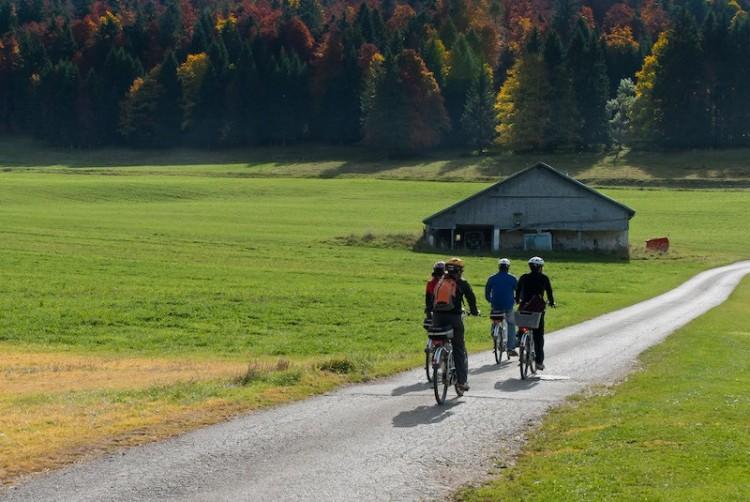 Geschenkgutschein für einen Ausflug mit dem e-Bike im Val-de-Travers